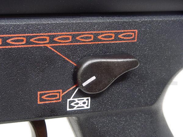 A4発売初期は別売りだった金属製セフティレバーが標準装備に。その他リアサイト基部も金属化されている