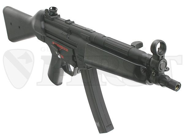 フロントサイトが金属製となり、銃口先端も14mm逆ネジ仕様に。(金属製カバー付き)サイレンサー等の装着も容易に