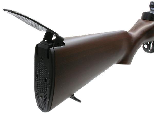 銃を固定して撃つとき、肩に押し当てて反動を制御する可動式パッド付き。ストックの工具用ドアを開けてラージバッテリ—を収納