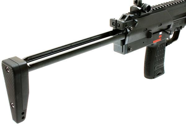 金属製ストックを伸ばした状態。実銃通り基部の小さなロックボタンで固定、グローブなどを使用していても使い易い。取外しもOK