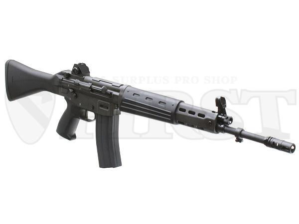 適度に丸みを帯びた独特のシルエットを持つ89式小銃。金属パーツの全面採用により、細身だが強度的な不安は全く無い