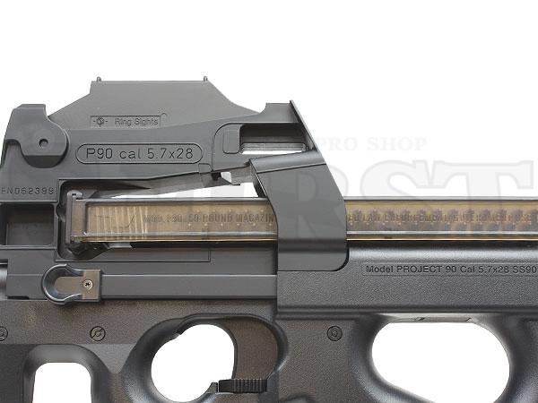 付属の68連ノーマルマガジンは、ユニークな横向き配置の5.7mm弾がモールドで再現されている。