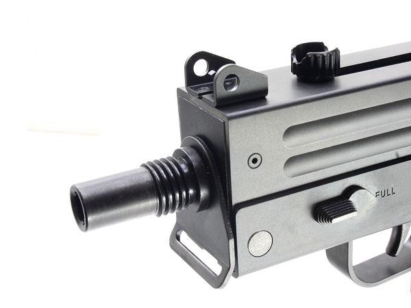 専用サプレッサーの為のネジが切られた金属製マズル。外すと14mm逆ネジとなり、汎用サイレンサーやフルオートトレーサーにも対応