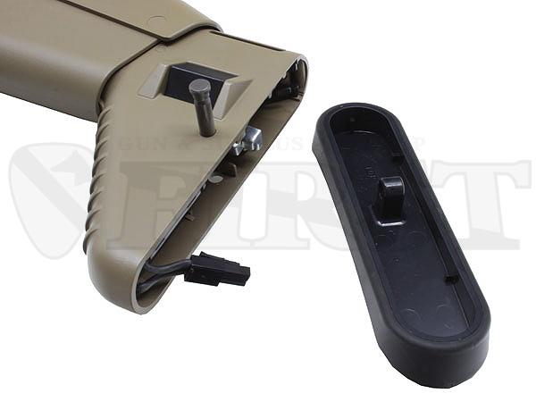 バットプレートピンを左側へ引いてロックを解除し、バットプレートを取り外すとバッテリーを収納する事が出来る