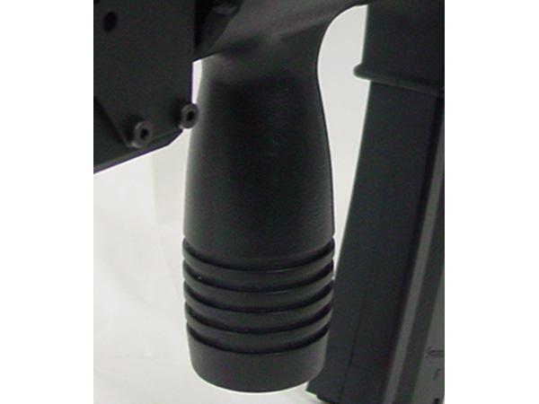 フォアグリップと一体型のハンドガードをスムーズに脱着できるように加工を施してあります。