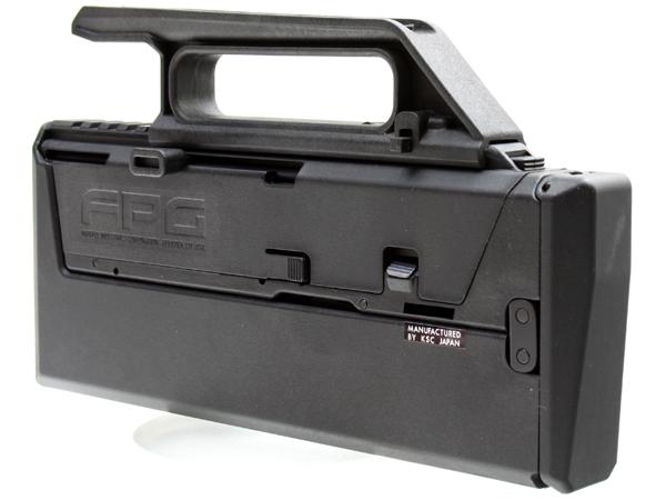 セミ/フルセレクターはキャリハン後部のラッチを押し、カバーを開けて操作する為、射撃中の切り替えには不向き