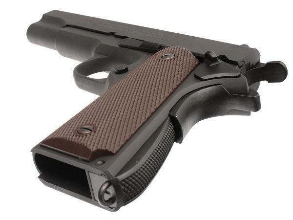 グリップ寸法は完全リアルサイズで、実銃に対応する全てのグリップが取り付け可能(物により要加工)。ランヤード(落下防止ひも)リングは金属製で安心