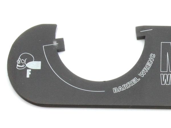 「ドクロと弾丸」のプリントが入っている方がバレル側(BB弾が出る方向)となります。