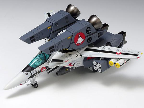 超時空要塞マクロス 1/100 VF-1S スーパーバルキリー ファイター ロイ・フォッカー機 プラモデル WAVE版